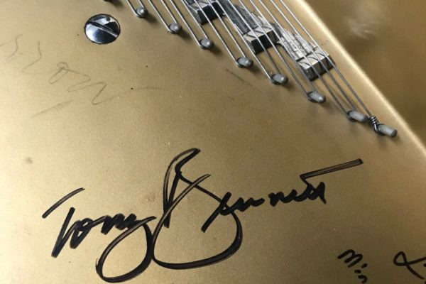 Yamaha C7 Grand Piano with authenticated autographs from Frank Sinatra and Tony Bennett